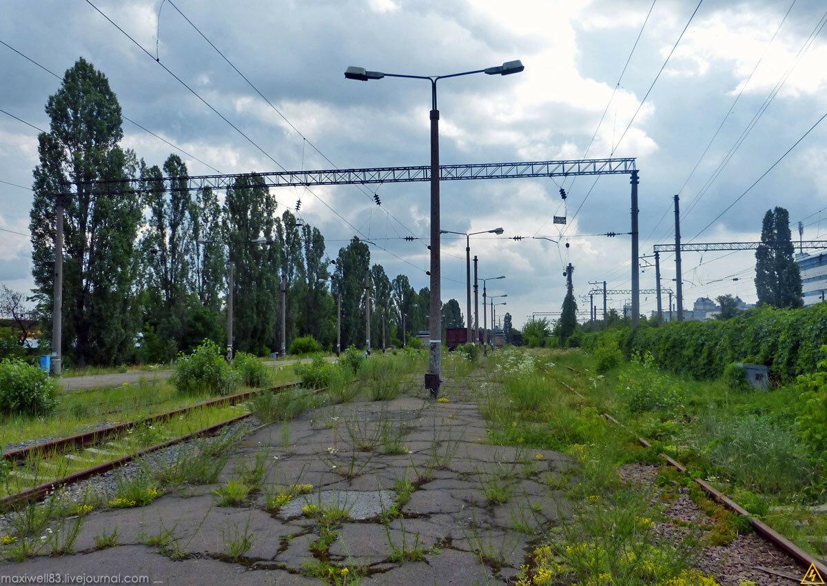 Закинута стоянка туристичних поїздів у Києві