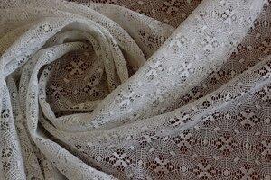 ИСТ020 890руб-м Кружево белого цвета,мягкое и приятное к телу,чуть держит форму,для платьев,юбок,блуз,отделки,наложения на плотные ткани и пошива жакетов или летних пальто,пэ 100%,шир1,45м