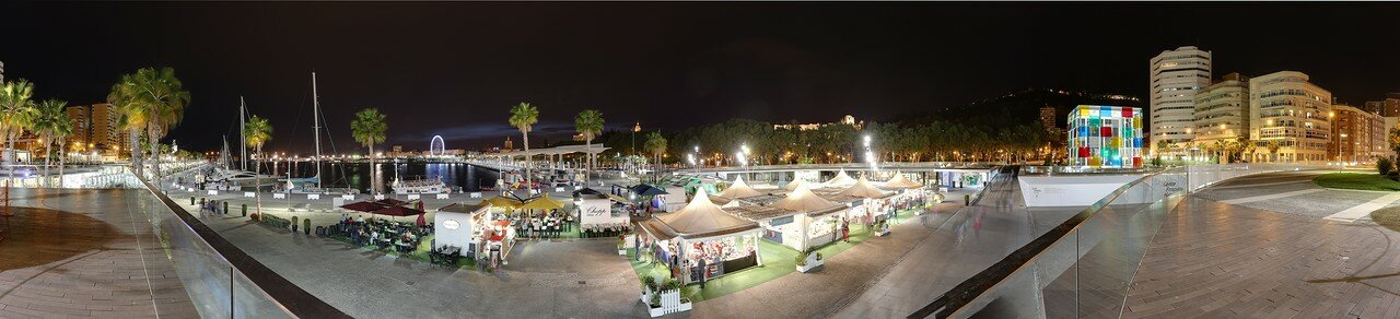 Ночная Малага. Панорама Мола Рикардо Гросса