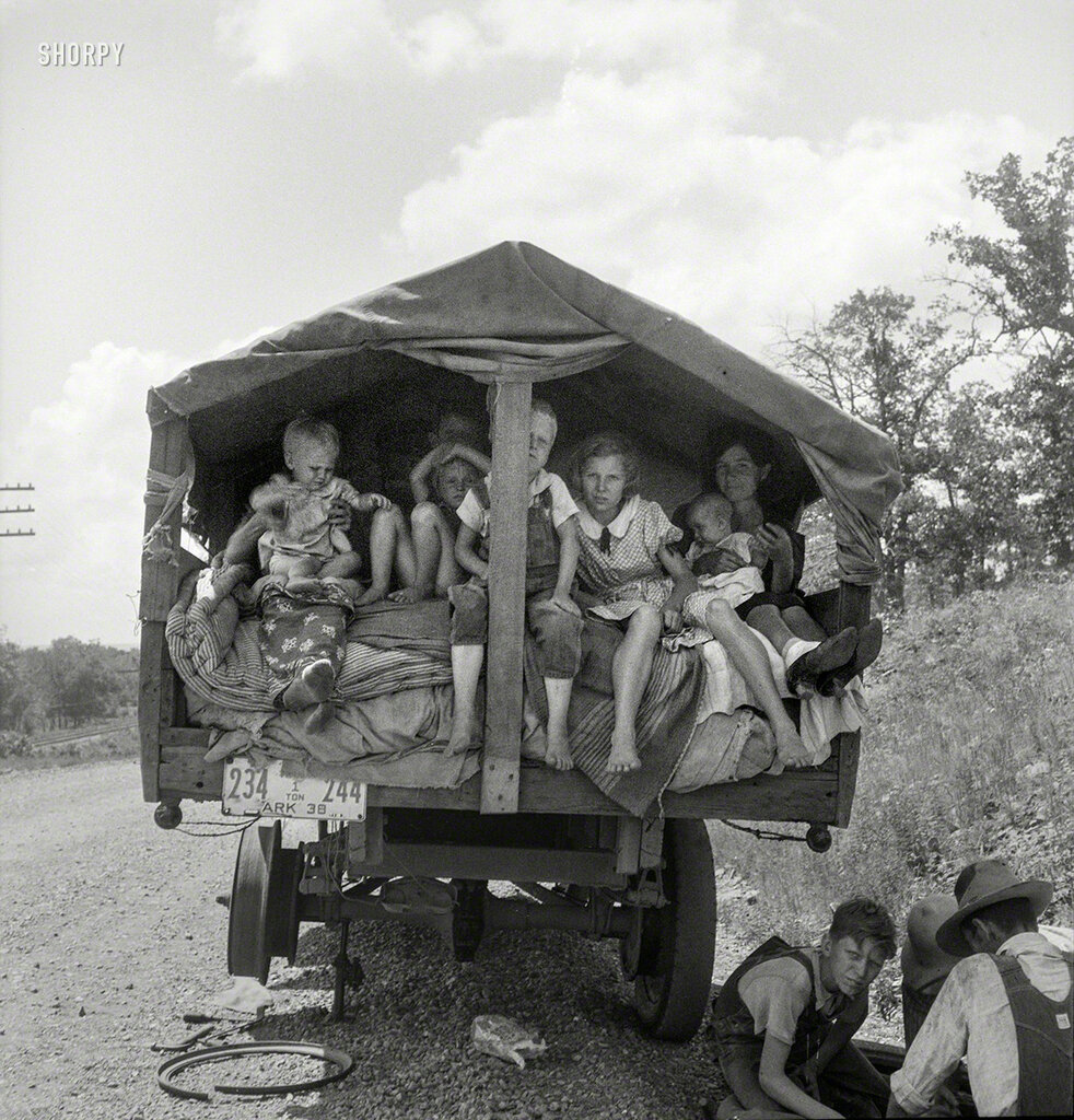 """June 1938. On highway No. 1 of the """"OK"""" state near Webbers Falls, Muskogee County, Oklahoma."""