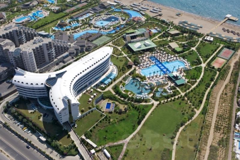 Этот отель понравится тем, кто без ума от полетов: его здание сконструировано в виде самолета! К