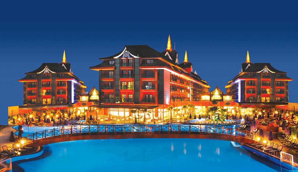 Отель идеально подходит для тех, кто хочет ощутить колорит юго-восточной Азии, но не готов к дол