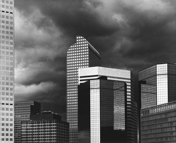 Небоскрёб / облако. Чикаго, штат Иллинойс, 1987 год. Фуллер десятки раз путешествовал по США на