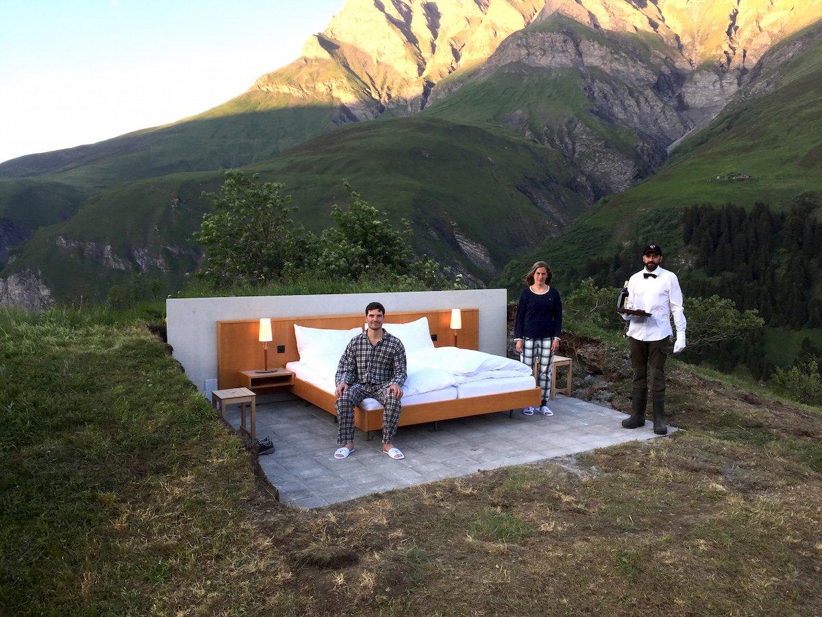 Однако, как и обычные отели, Null Shtern предлагает обслуживание в виде личного дворецкого.
