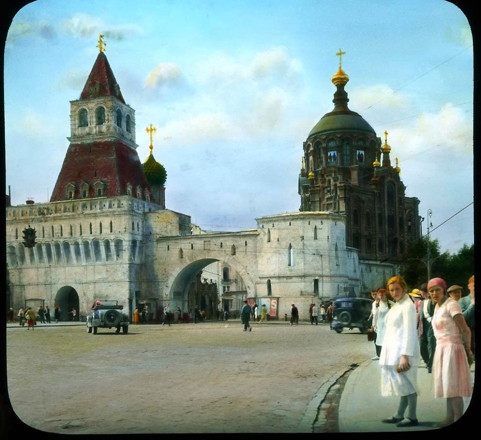 Владимирские ворота на Лубянской площади.