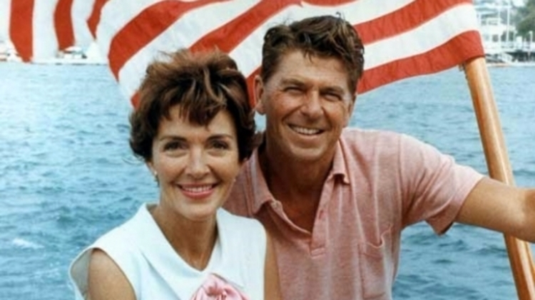 ВСША скончался модельер супруги Рональда Рейгана