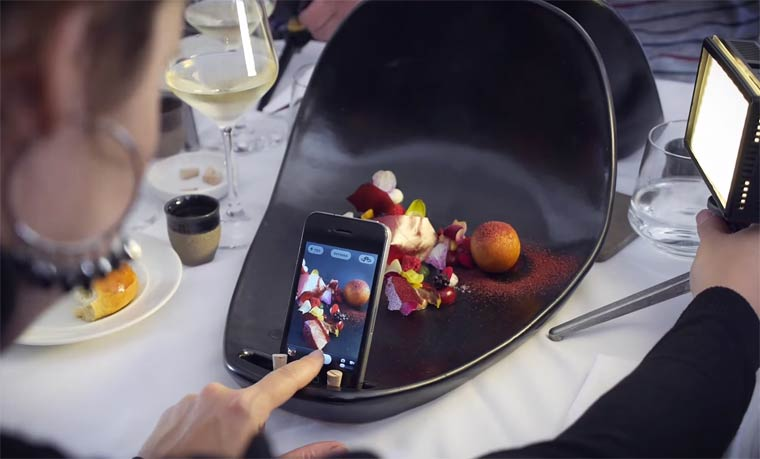 Foodography - A restaurant with special plates for smartphones and food photos