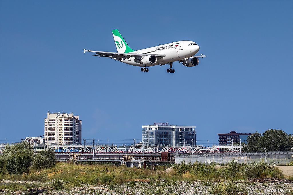 Самолет А 310 Махан Эйр из Ирана прилетел в аэропорт Сочи