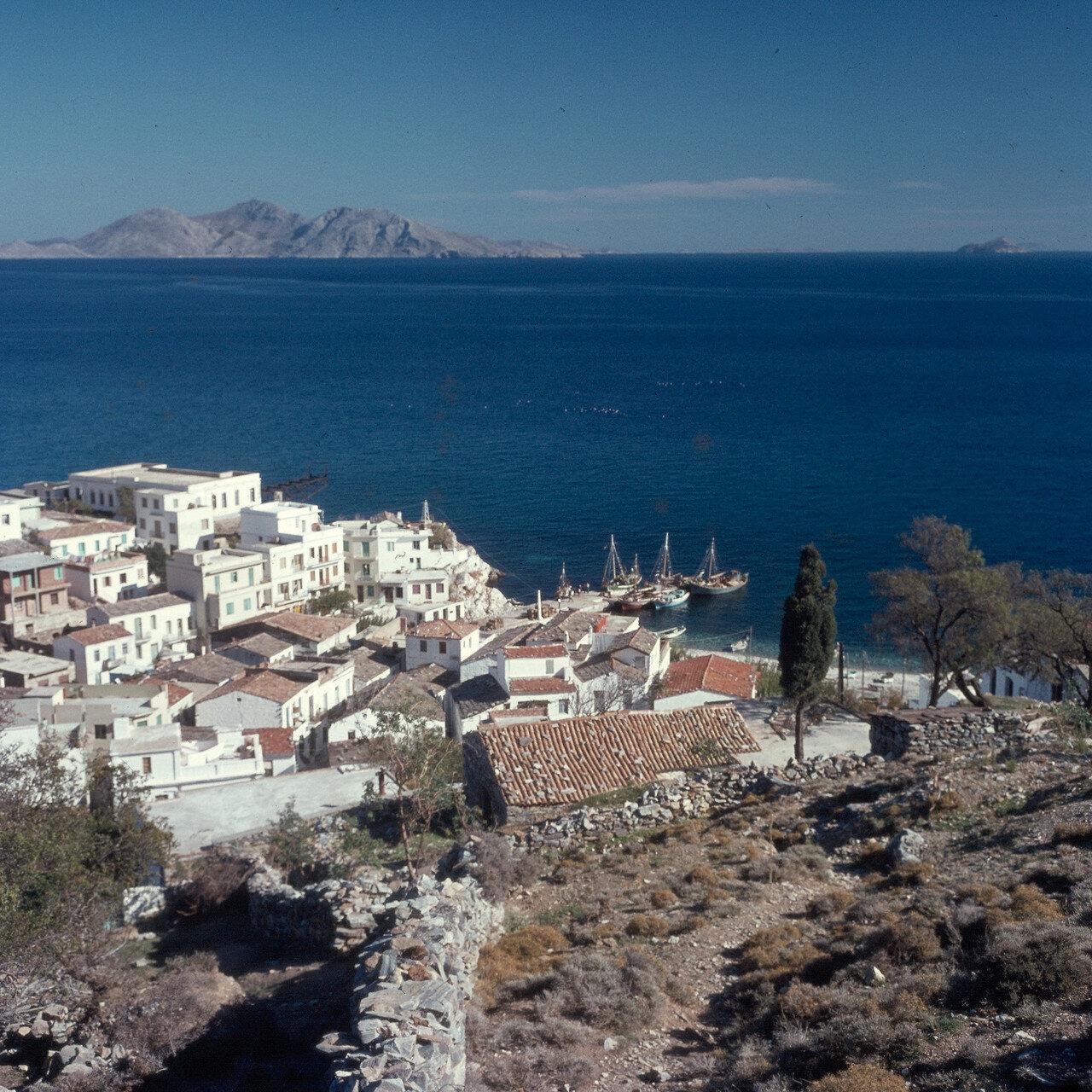 Икария. Айос-Кирикос. Вид на ближайший из островов Фурни. 1966