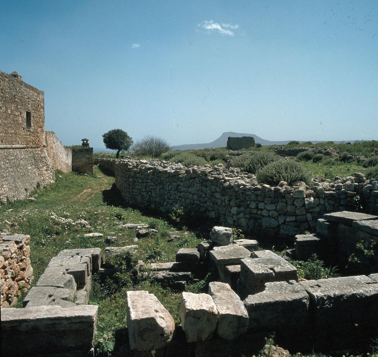 Крит. Аптера. Основание древнего храма Деметры