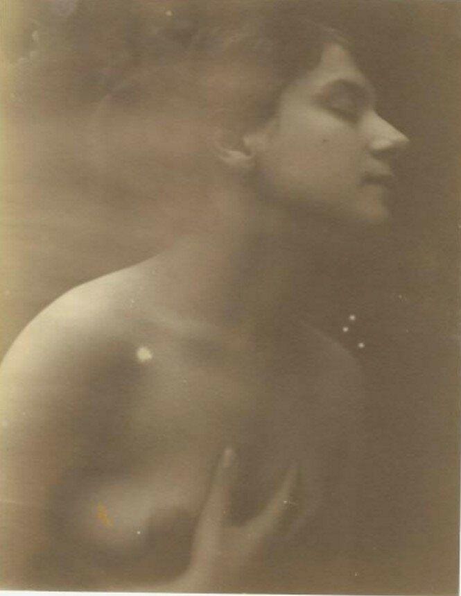 1920-е. Портрет девушки с закрытыми глазами