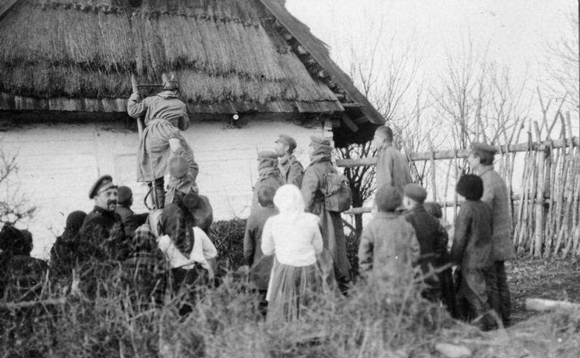 1915. «Поймали немца»