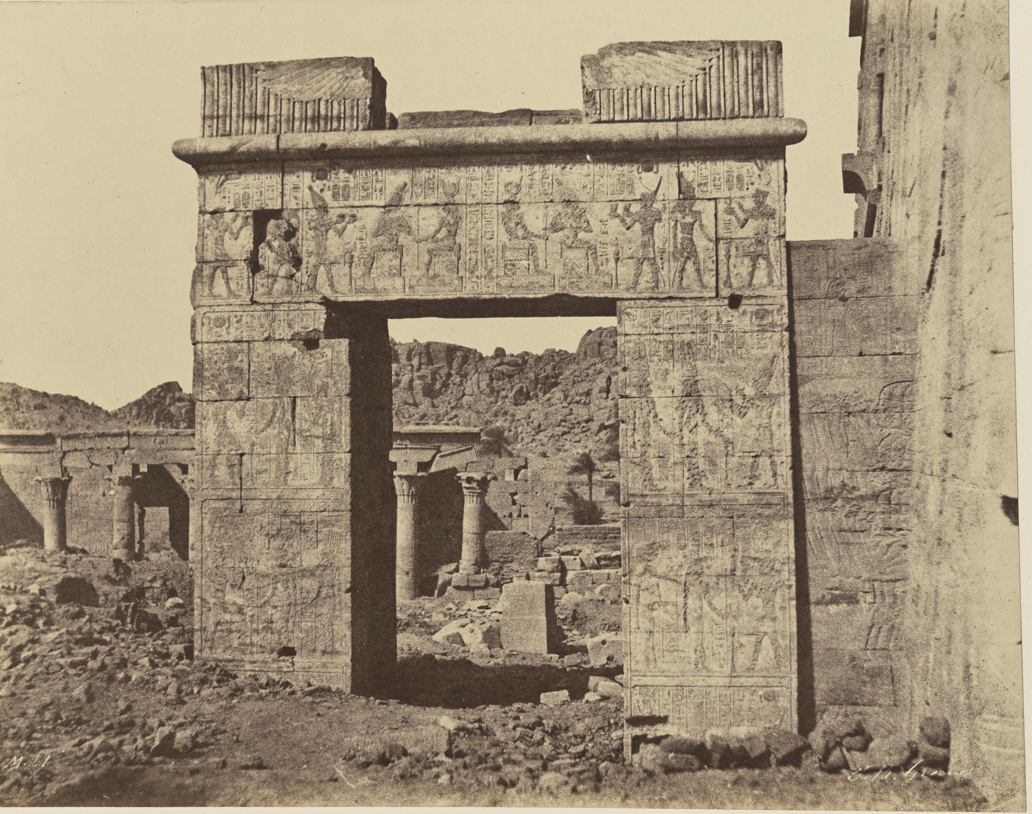 Филе. Врата Птолемея II и храм Исиды