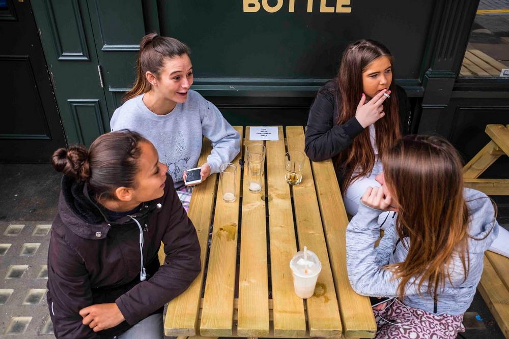 Постоянные посетители лондонских пабов