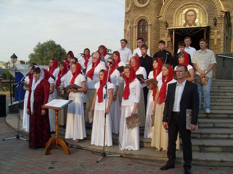 17 июля -  день памяти святых царственных страстотерпцев в Алчевске.
