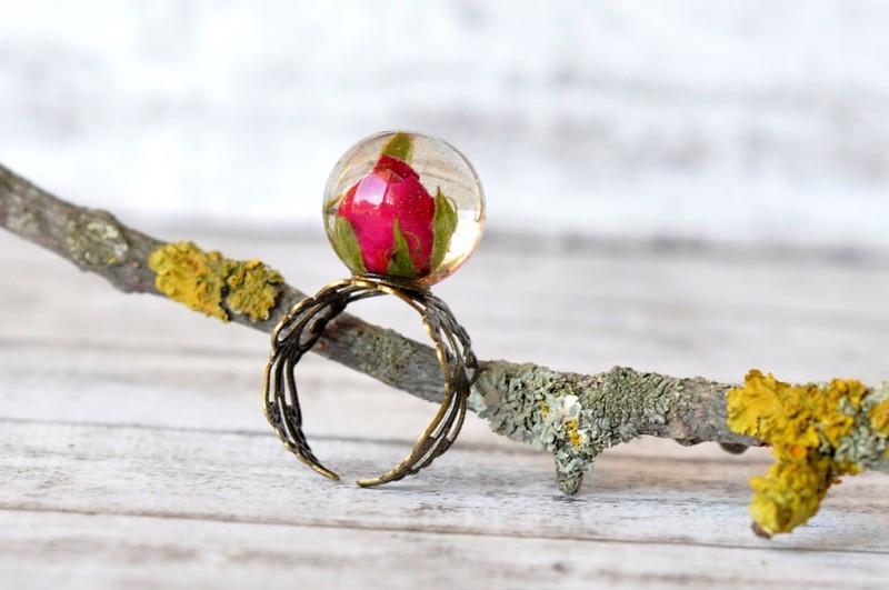 10. Роза Оригинальное кольцо с маленьким бутоном розы.