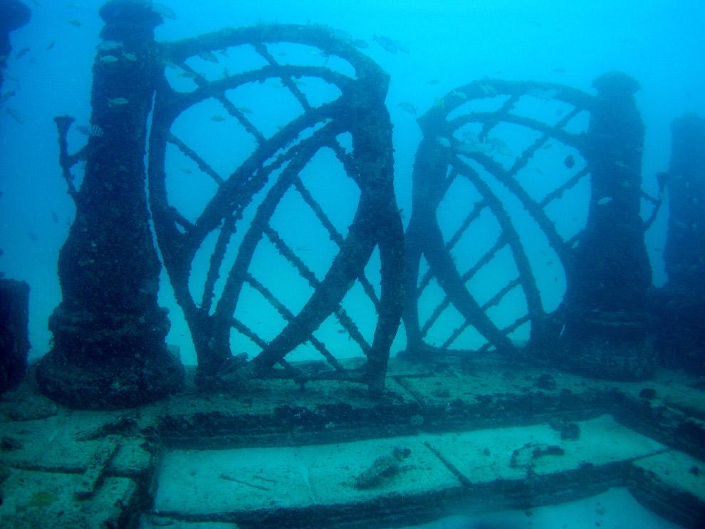 Скульптура Нептуна. Остров Кюраса?о, расположенный на юге Карибского моря вблизи берегов Вене