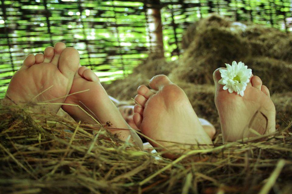 Оставшись одни, жених с невестой сначала угощались хлебом и курицей. Эта пища должна была дать паре