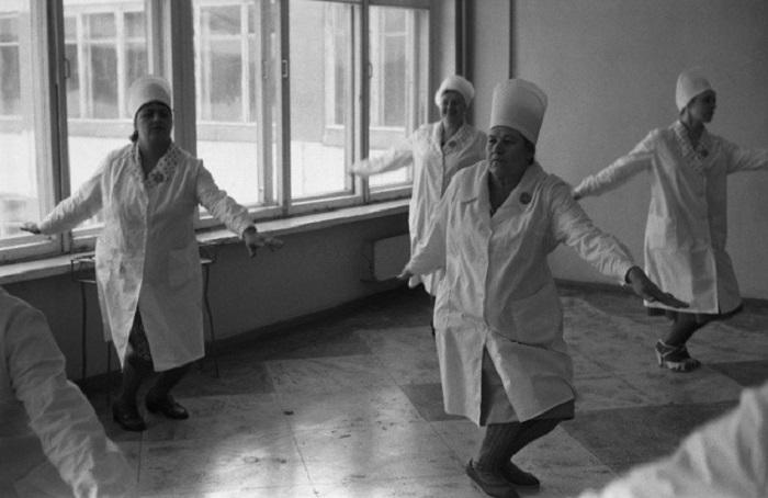 Нелёгкая работа   Работники Кузнецкого металлургического комбината. СССР, Новок