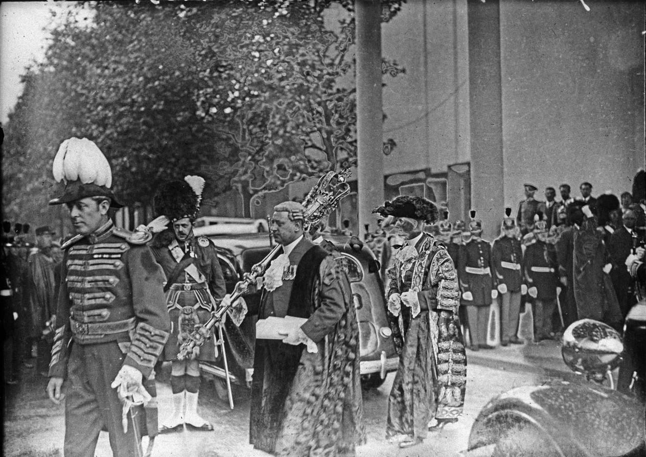 Церемония открытия павильона Великобритании. Сопровождение лорда-мэра Лондона сэра Джорджа Бродбриджа (20 июня 1937)