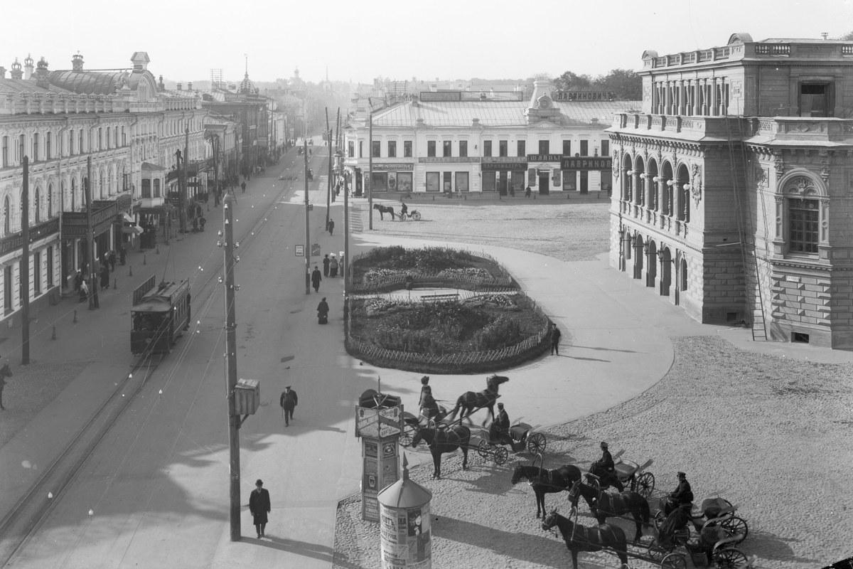 Театр и Театральная площадь