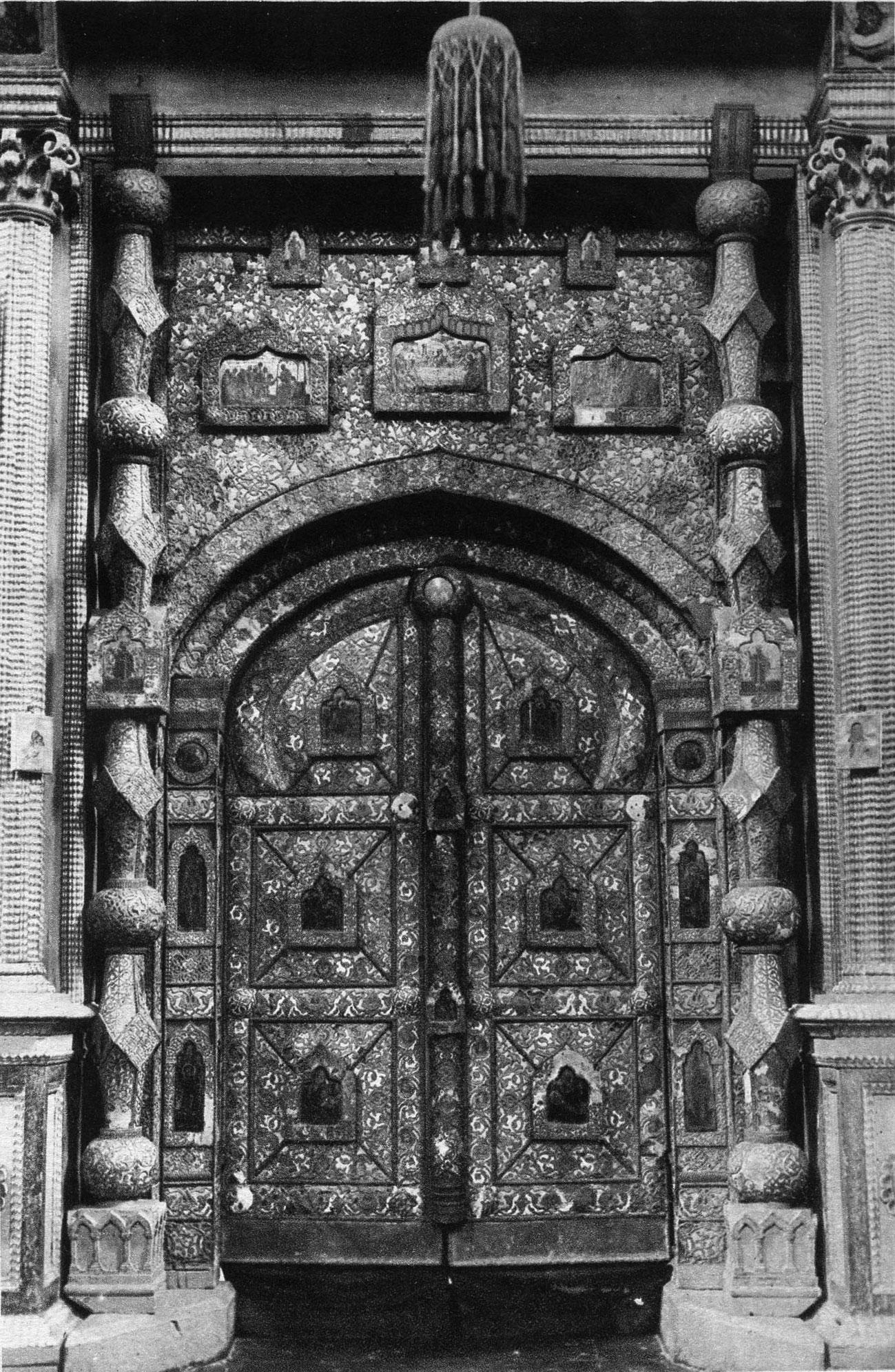 Царские врата в Благовещенском соборе