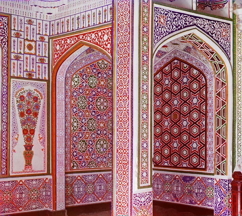 Образец мозаичных стен внутри загородного дворца Эмира Бухарского
