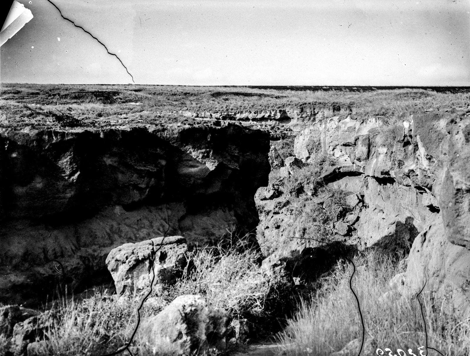 19. Вид на ущелье, вероятно, на реке Эмугур Оретати