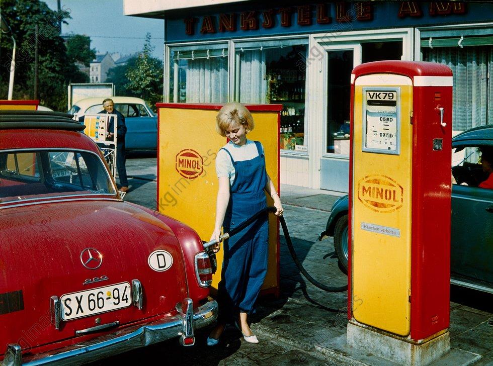 Minol-Tankstelle DDR / Foto um 1960 - - Station-service Minol RDA / V. 1960