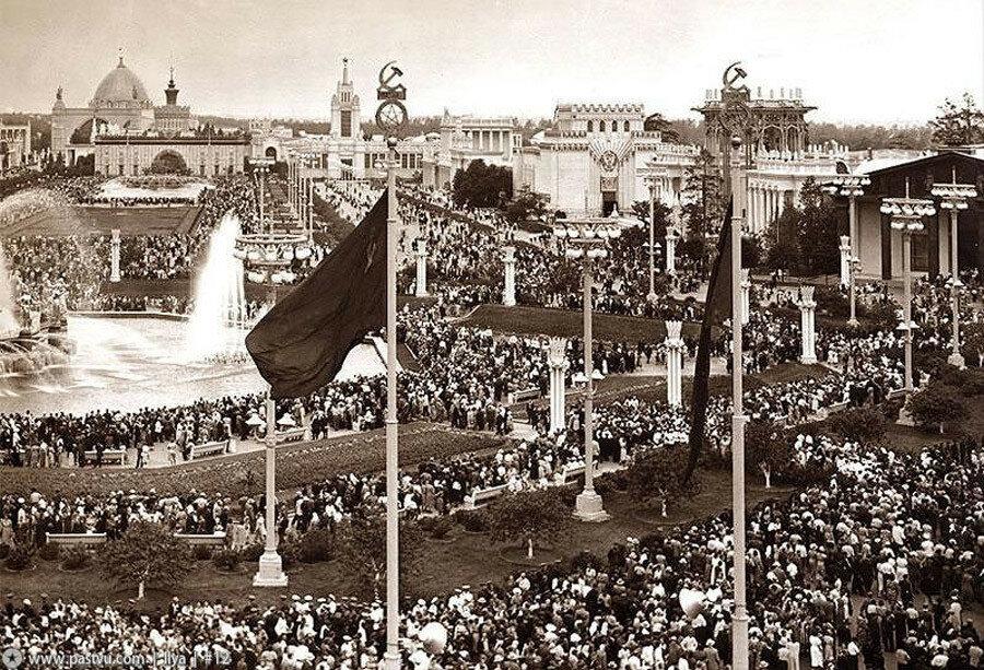 ВСХВ. Площадь Колхозов. 1954