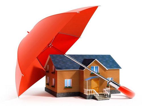 С днем страховщика. Дом под зонтиком. Защищен!