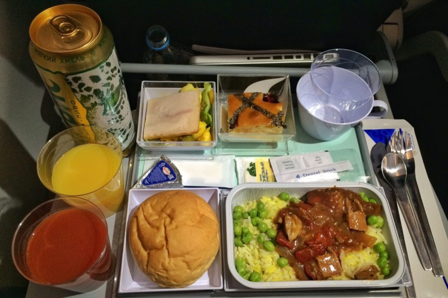 2-е место «Эйр Астана» (Air Astana)  Оценка: 8,77 Бортовое питание казахского перево