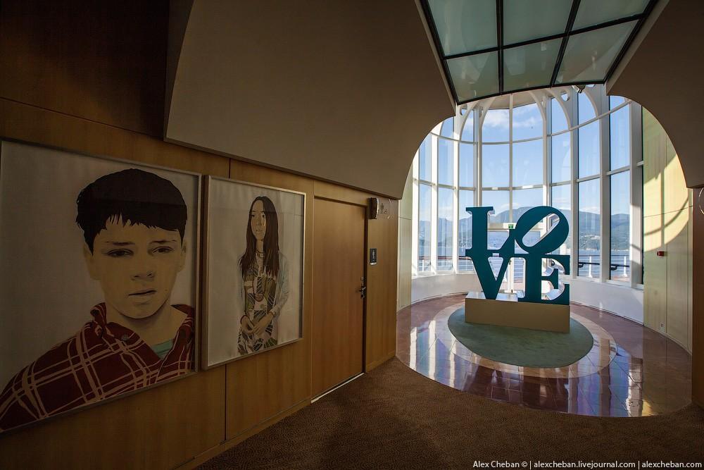 50. В целом корабль — это произведение искусства, где очень много разных интересных инсталляций.