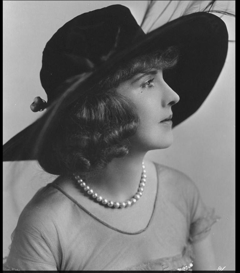 Актриса немого кино Фанни Уорд была известна своей «вечной юностью». Она пыталась сохранить свою мол