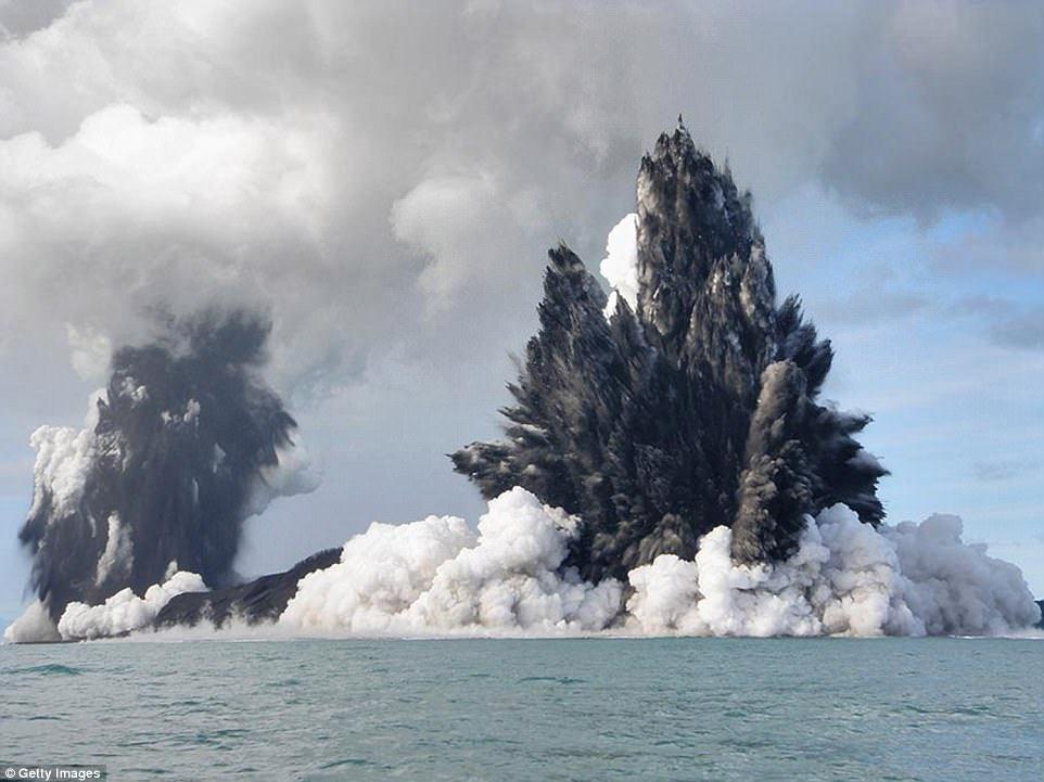 Извержение вулкана Колима на западе Мексики.