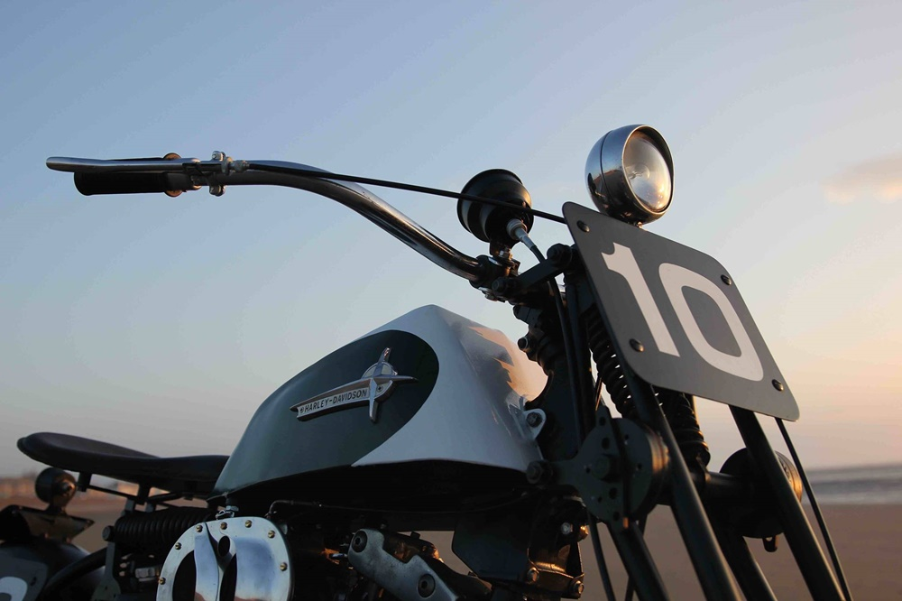 Hoxton Moto: бич-рейсер Harley-Davidson Ironhead Sportster XLCH