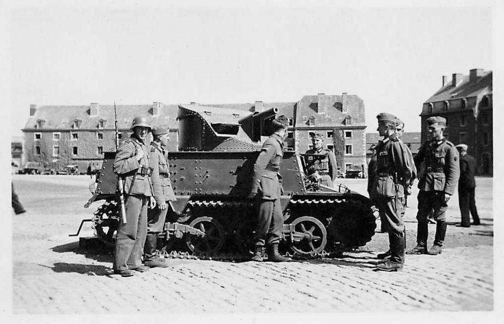 Брошенная бельгийская 47-мм САУ Char leger T13B3. Льеж (Lüttich), Бельгия. 1940 год.