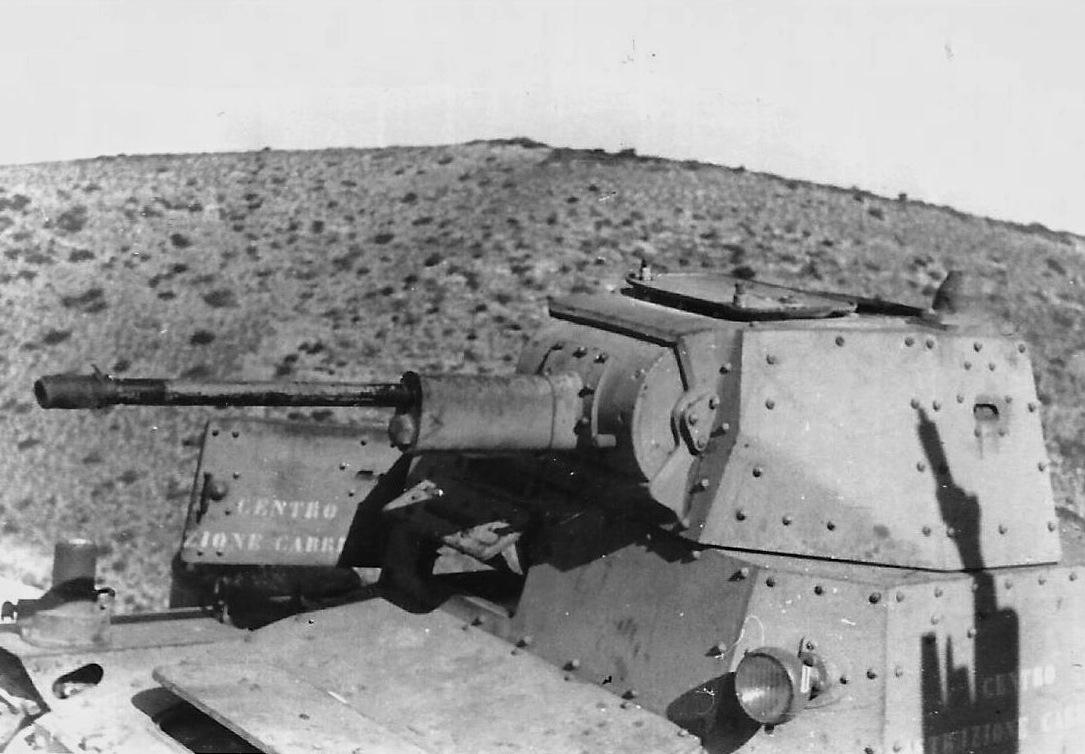 Подбитый итальянский танк  Carro Armato L6/40. Сев. Африка, 1942 год.
