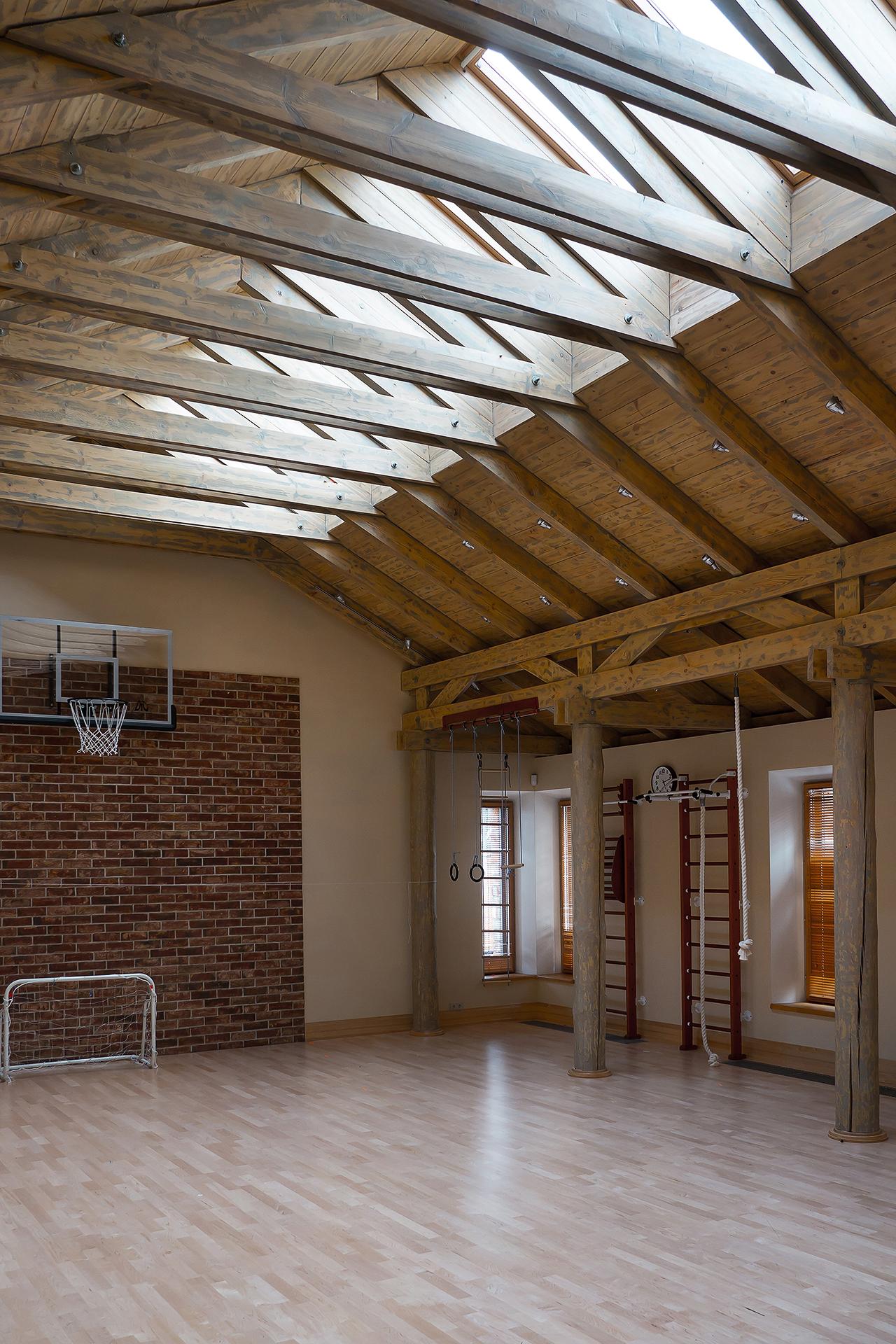 интерьер спортивного зала в загородном доме