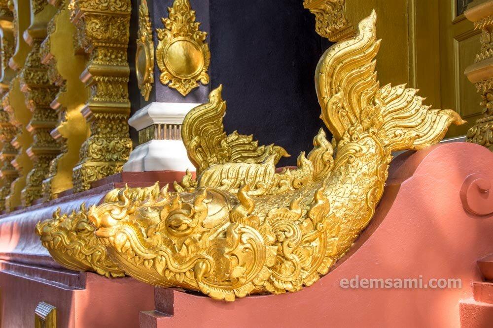 Лампанг храм на горе и кофейня