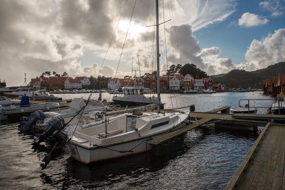 Здесь можно купить небольшой остров в шхерах, поставить на него дом, сделать причал и проводить летн