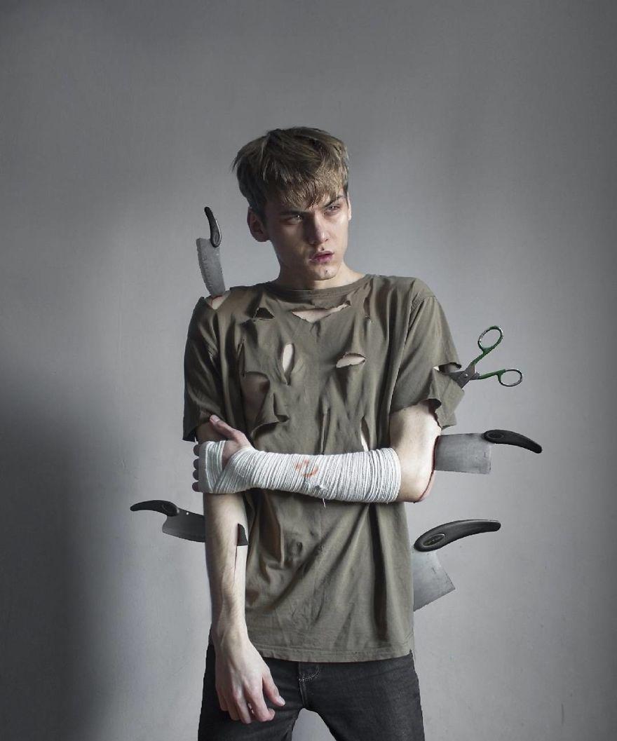 Парень из России создает работы в стиле темный сюрреализм