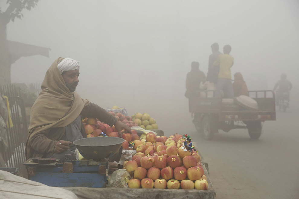 7. Почти постапокалиптичная картина. Лахор, Пакистан, 12 ноября 2017 . (Фото K.M. Chaudary):