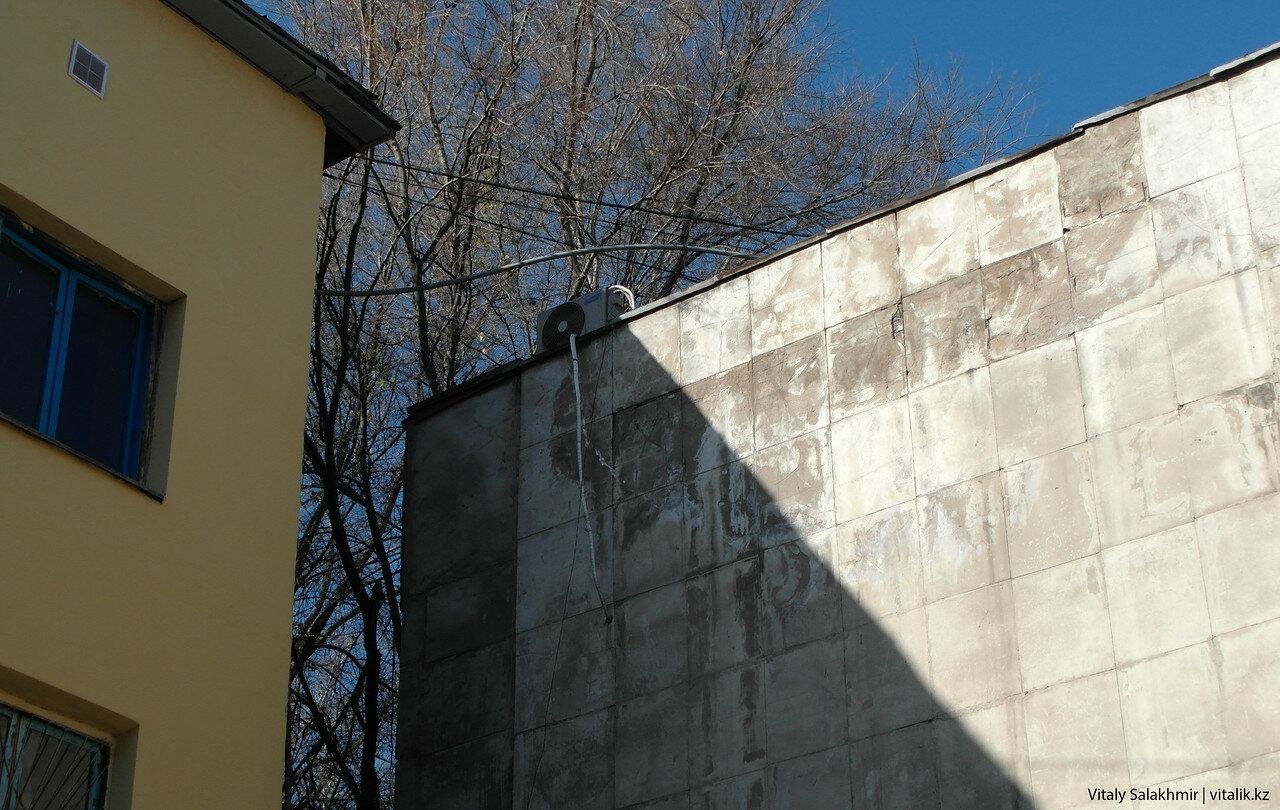 Кондиционер на крыше.