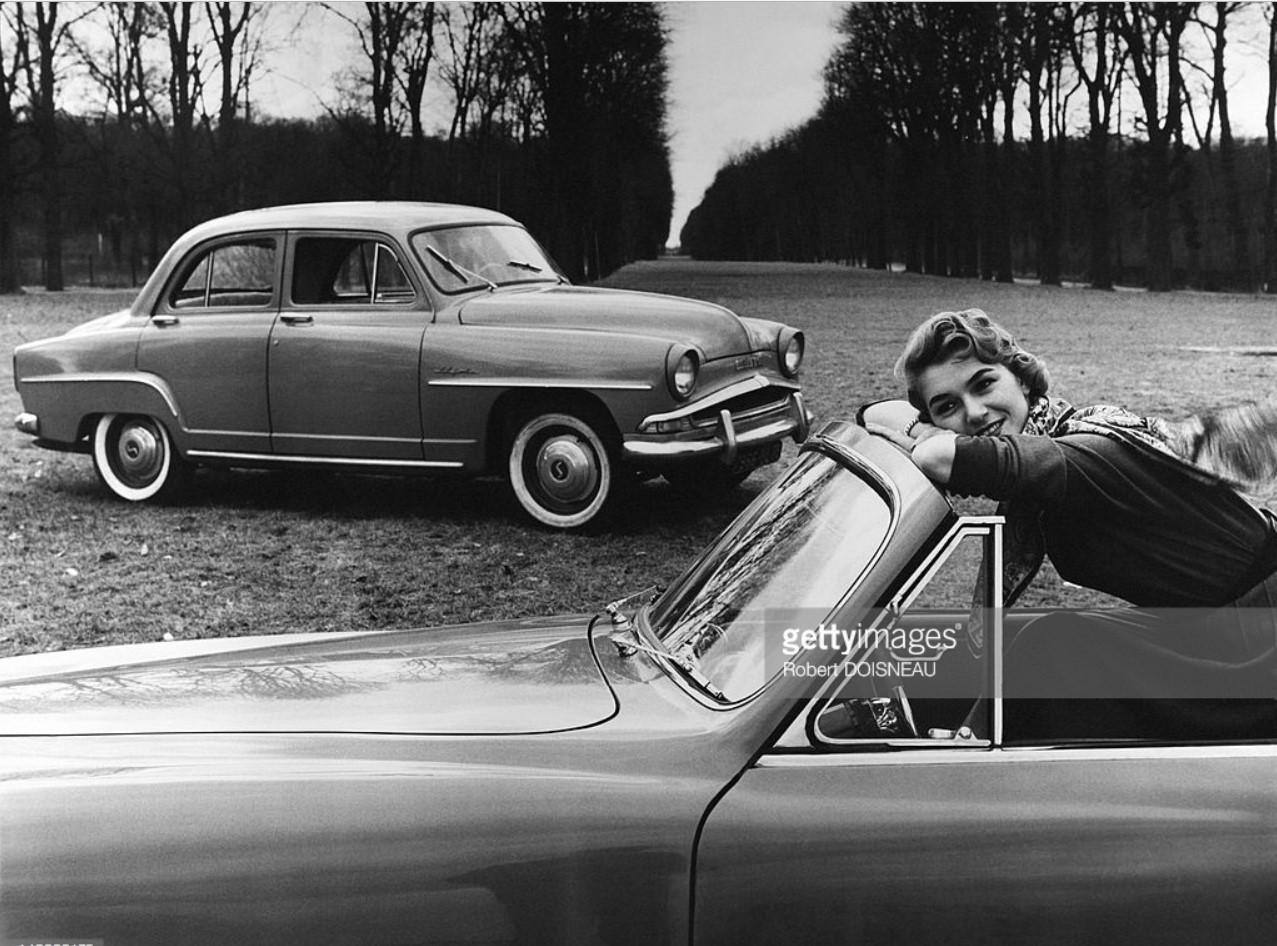 1956. Simca «Aronde» в парке