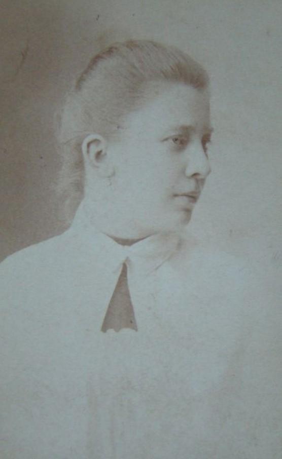 Портрет женщины в белой пелерине