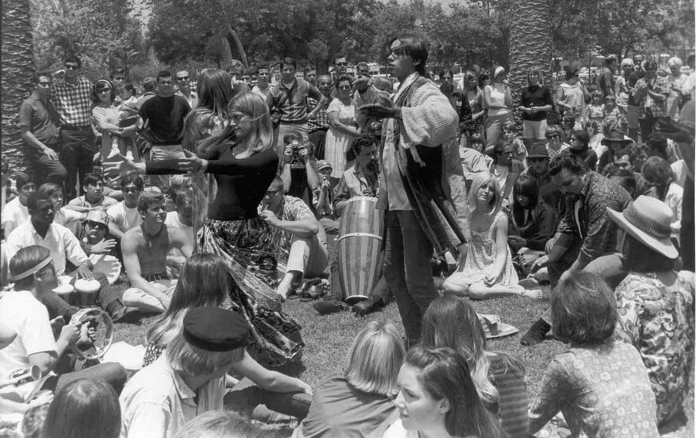 1967. Хиппи собираются в Хейт-Эшбери, Сан-Франциско