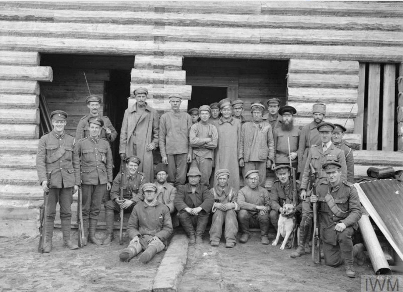 1919. Заключенные большевики под охраной Королевской морской пехоты. Мурманск