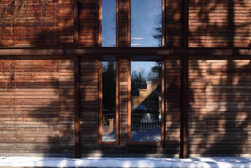 Интерьеры. Загородный дом из темного дерева в Подмосковье