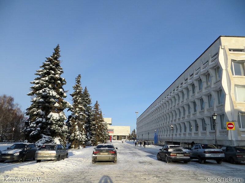 Педагогический университет и мемориальный центр Ленина